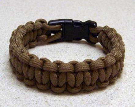 Paracord-bracelet-with-a-side-release-buckle